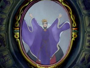 la-regina-di-biancaneve-allo-specchio